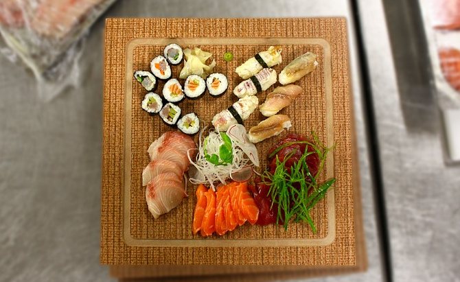 Should You Eat Sushi Cold Or Room Temperature Howsushi Is it safe to eat supermarket sushi? you eat sushi cold or room temperature